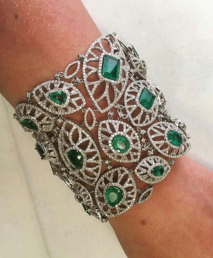 A rather lovely #colombianemerald and #diamond #cuff by New York #bespoke #jewel...