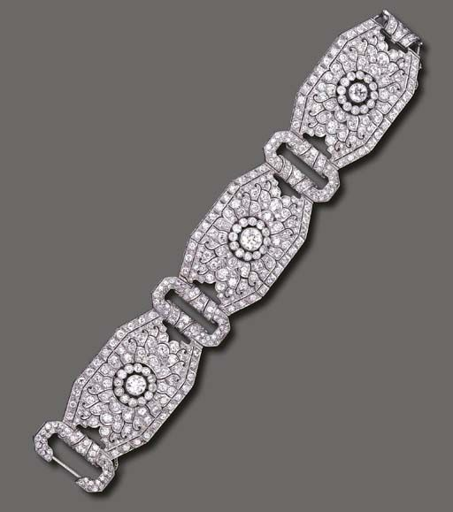 AN ART DECO DIAMOND BRACELET - Designed as three articulated and pierced old Eur...
