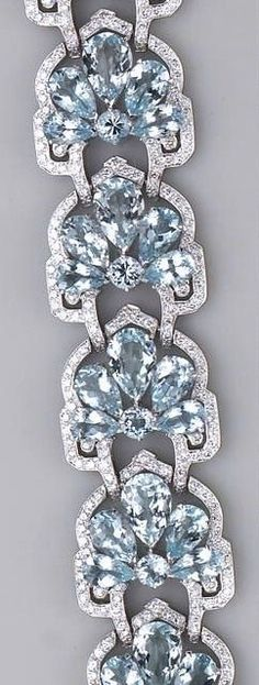 Gorgeous aquamarine (beryl) and sterling link bracelet....