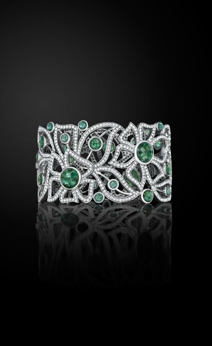 Stunning Florette cuff in 18k white gold, tourmailine & diamond...