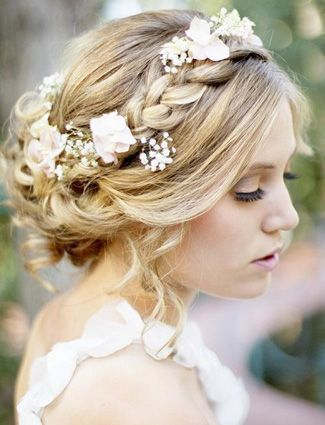 Flowers bridal hair accessories | Check out our favorite wedding hairstyles, per...