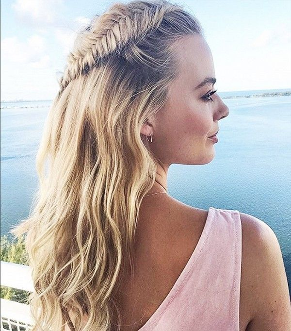 Margot Robbie shows off the perfect fishtail...