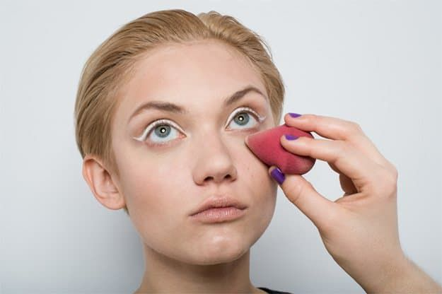 Set with a sponge | Best Undereye Concealer Tips You Need To Know...