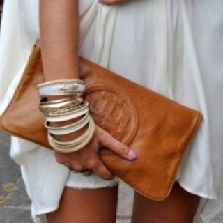 Luv this leather Tory Burch clutch!...