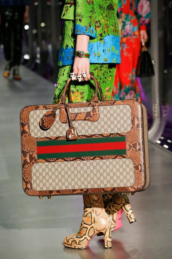 Gucci Fall 2017 Handbags Collection & more details...
