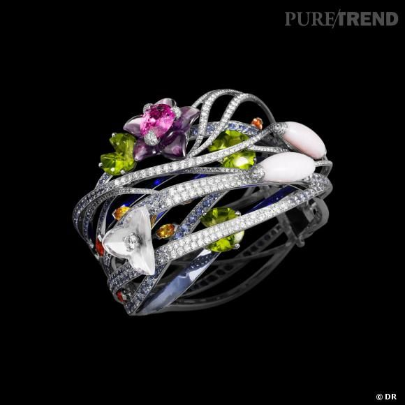 PHOTOS - Bracelet Jardin Japonais, or blanc, saphirs roses, oranges, jaunes et bleus, péridots, opales roses, améthyste, quartzs roses, diamants blancs et gris.