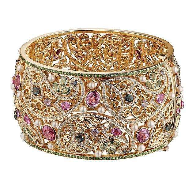 CLUEV. New Delhi treasure bracelet Spinels, pearls, sapphires, tsavorites, diamo...