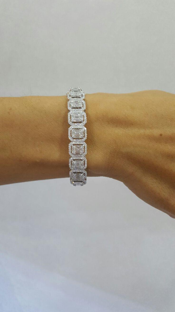 Illusions emerald diamonds bracelet...