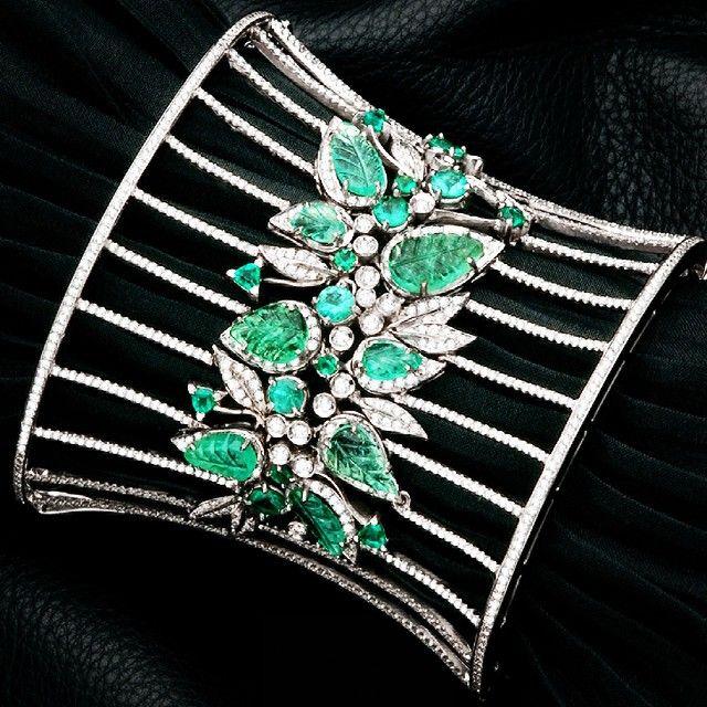 """Ruth Grieco on Instagram: """"Folhas de Esmeralda com diamantes brindando a estação das flores!  #ruthgrieco #spring #primavera #emeralds #diamonds #bracelet…"""""""