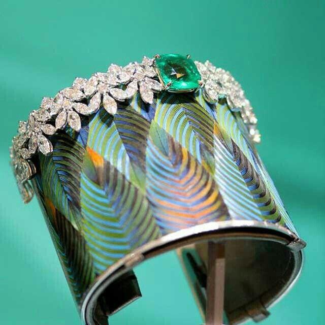 Sunny side Piaget diamond and emerald bracelet...
