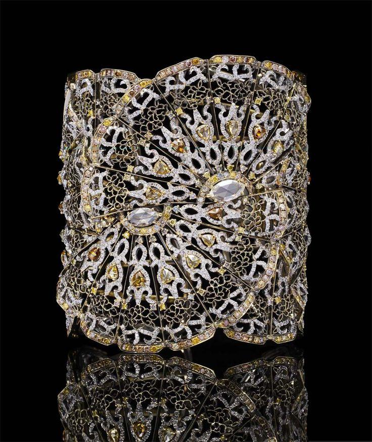 Bao Bao Wan Fan bangle in yellow gold, set with yellow, cognac and pink diamonds...
