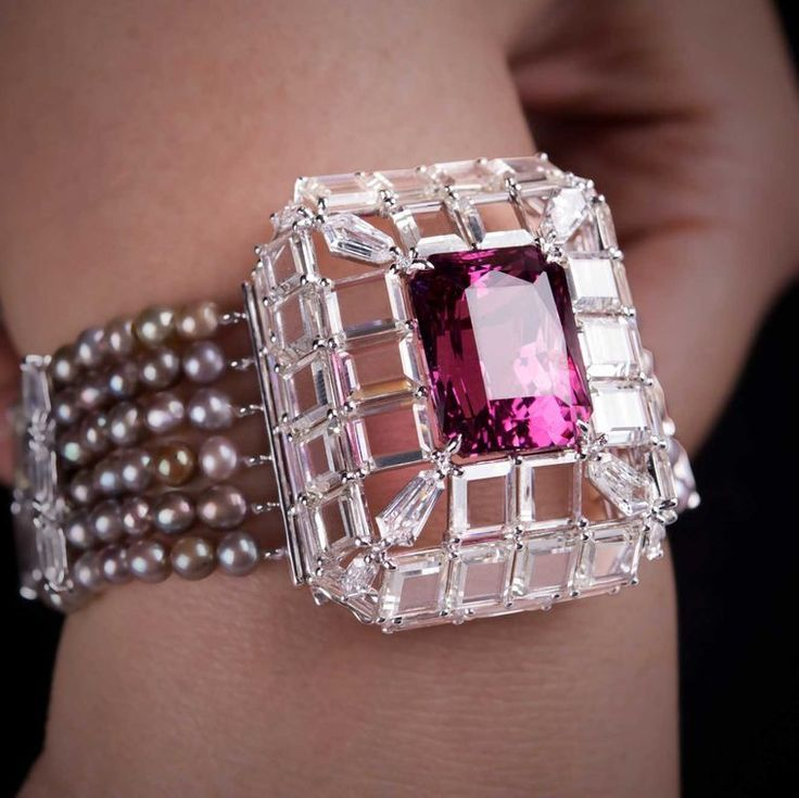 26.14ct Burmese spinel bracelet with diamonds and pearls