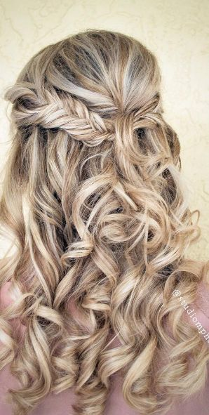 Featured Hairstyle: Studio Marie-Pierre; www.studiomariepi...; Wedding hairstyle...