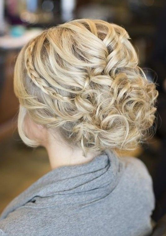 Looking for the perfect wedding hairstyles? Check it out here! Be it braids, wav...