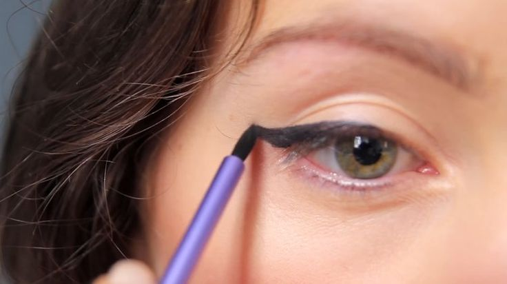 If you think making your own DIY eyeliner is tough work...think again. This supe...