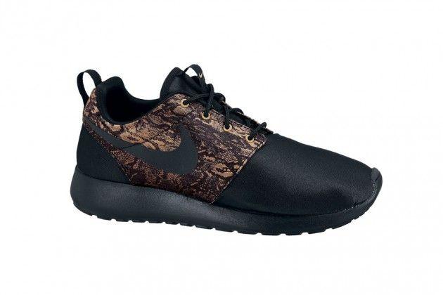 the best attitude bffb2 664c0 Nike Roshe Run Premium – Snake   Peach (Holiday 2012)