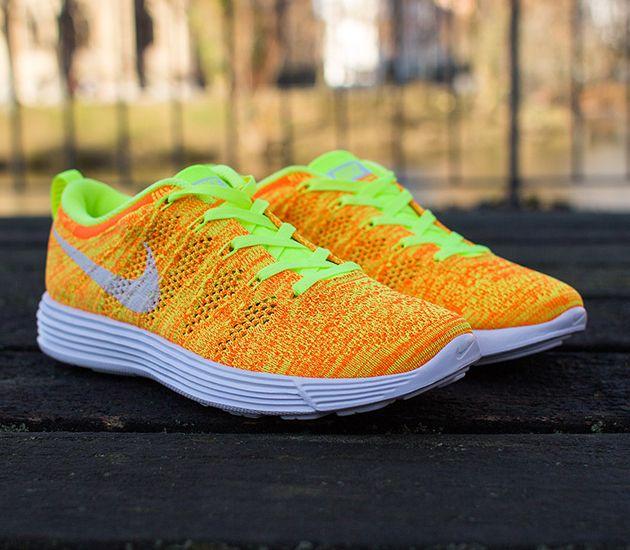 Nike WMNS Flyknit Lunar 1 – Total Orange / Volt – White