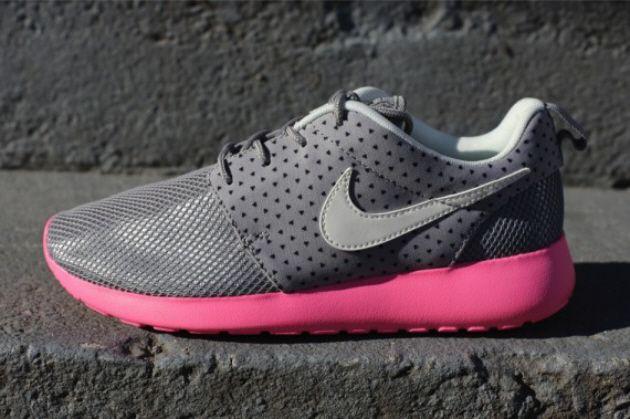"""Nike WMNS Roshe Run – """"Medium Grey/Polarized Pink"""""""