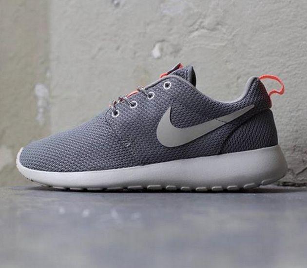 Nike WMNS Roshe Run – Mercury Grey / Mrtr – Mn Grey – Atomic Pink