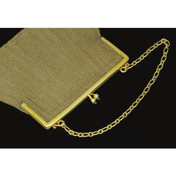 PROPERTY OF A EUROPEAN NOBLE FAMILY Gold purse, circa 1900. The mesh purse of sq...