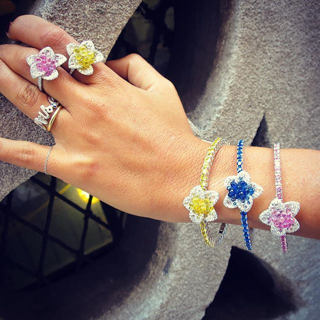 A colorful start to the week with these sapphire briolette bracelets and rings #...