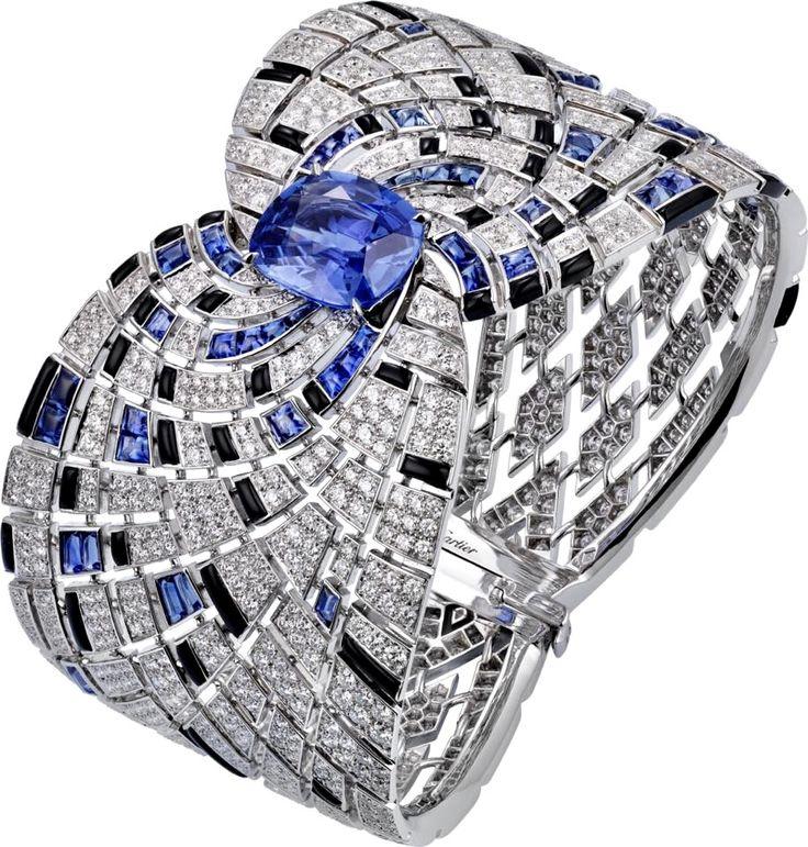 CARTIER. Bracelet - or gris, un saphir de Ceylan coussin de 8,24 carats, saphirs...