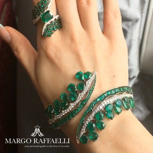 You know how crazily I love emeralds. Here is a new dose of green treasures for ...