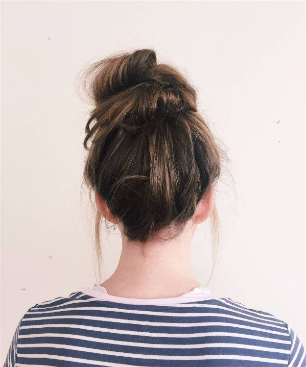 Messy Bun | 20 Hairstyles for Work | Quick and Easy Hairstyles You Can Do...