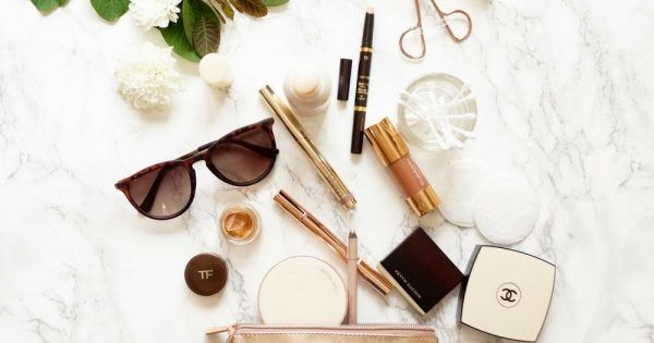 Today's article is all about makeup tutorials for beginners! We've got a lis...