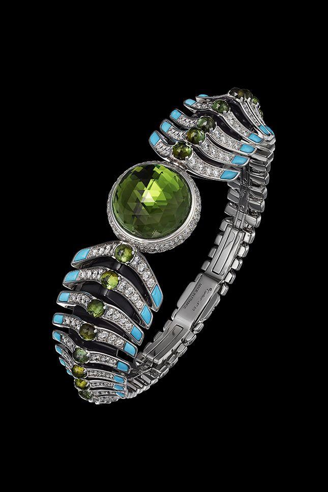 Дюжина новых ювелирных часов Cartier