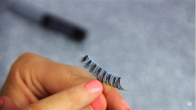 Dry The Glue | How to Apply Fake Eyelashes Beginner's Guide...