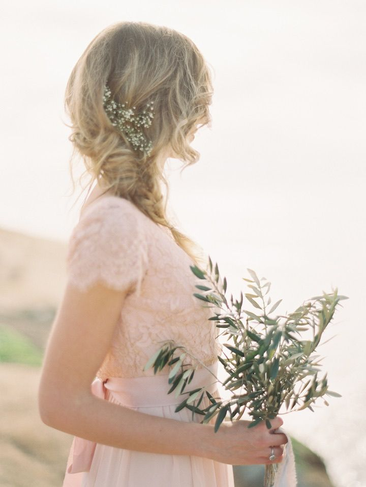 Wedding Hairstyle Inspiration - Photo: Carmen Santorelli