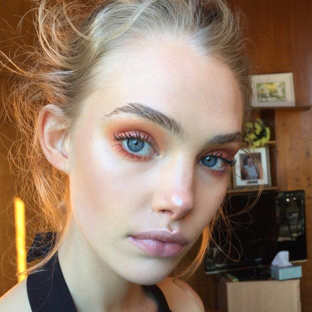 Coppery Eyeshadow | Match Your Back to School Outfits With These Gorgeous Makeup...