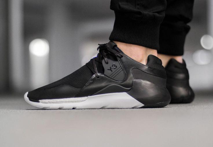 adidas Y-3 QR: Black