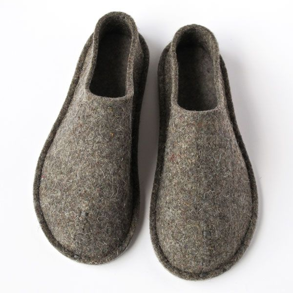 Top Felt House Shoes: Cozy feet. Zero arch, zero heel, warm in the winter and co...