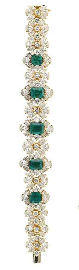 AN ATTRACTIVE EMERALD AND DIAMOND SUITE The V-shaped necklace designed as seven ...