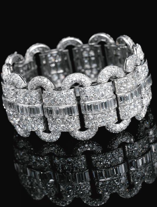 DIAMOND BRACELET, VAN CLEEF & ARPELS, 1927 Composed of a series of oval links al...