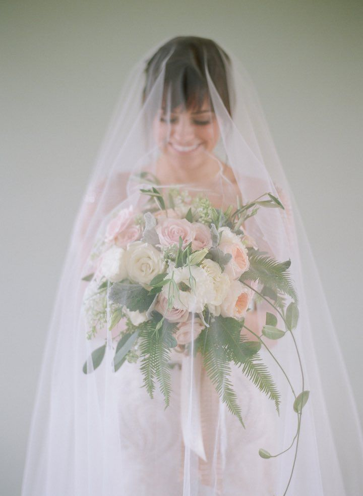 Wedding Veil Inspiration - Photo: Elizabeth Messina Photography