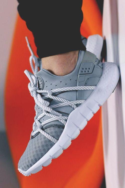Nike Air Huarache NM: Grey...