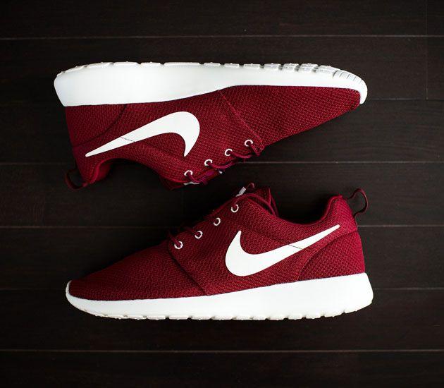 Nike Roshe Run – Team Red / Sail - Need me a pair of Roshe Runs