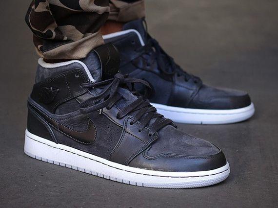 Air Jordan 1 Mid Nouveau - Anthracite - Pure Platinum - SneakerNews.com