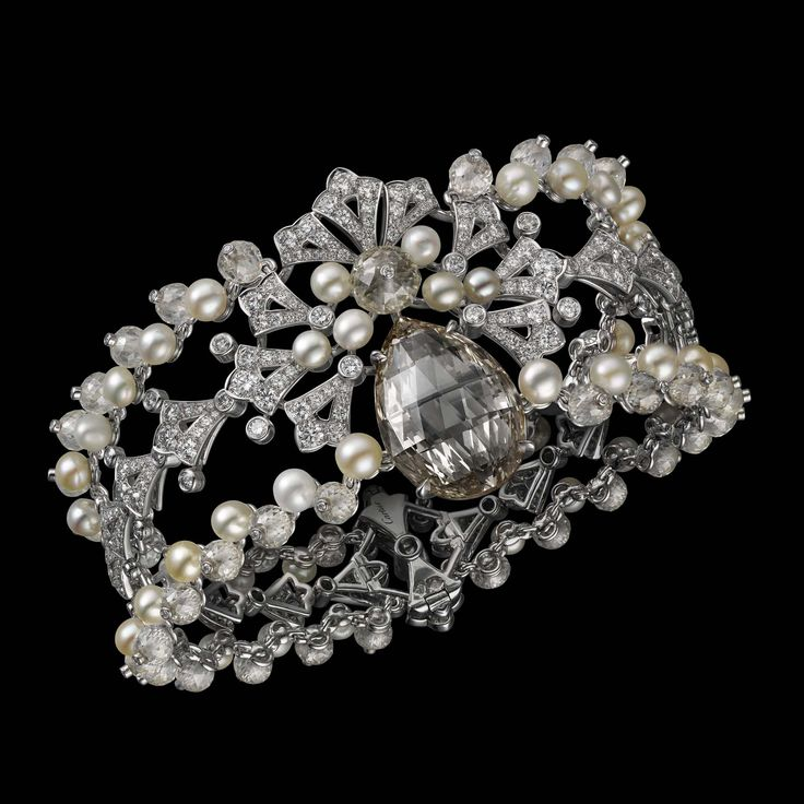 - Cartier bracelet Magie Blanche : Platine– un diamant brun–jaune fancy poir...