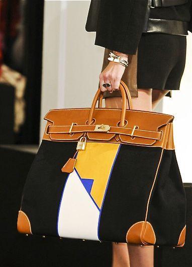 Hermès bei Luxury & Vintage Madrid, die beste Online-Auswahl an Luxus-Kleidung,...
