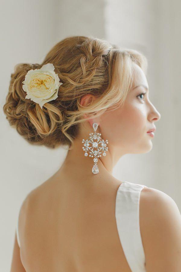 photo: Warm Photo; Wedding Hairstyle: Elstile