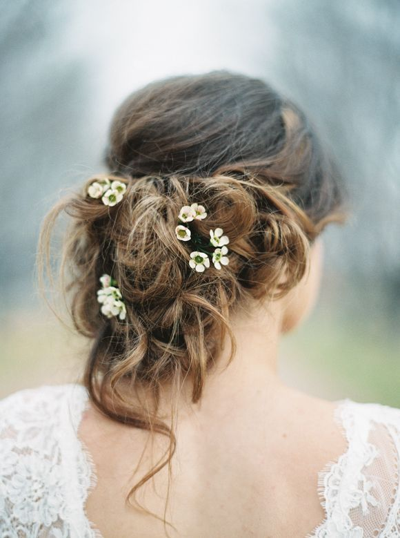 featured photo: Rebecca Hollis Photography via Wedding Sparrow