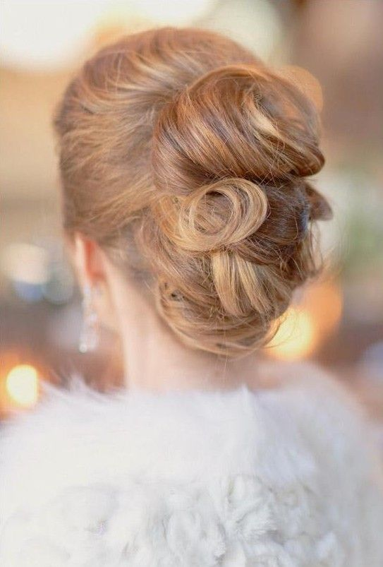 wedding hairstyle idea; photo: Elisabeth Millay