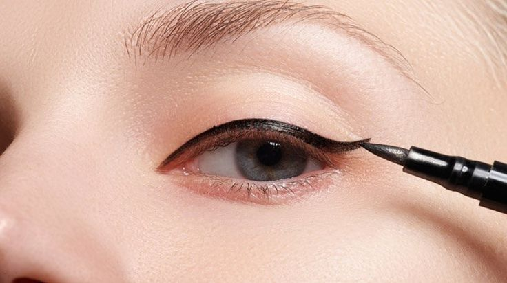 Eyeliner hacks are essential for all makeup junkies. Add these 17 great eyeliner...