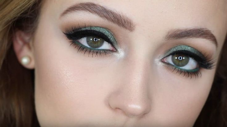 Show off your beautiful eyes with these must-know makeup tutorials! These makeup...