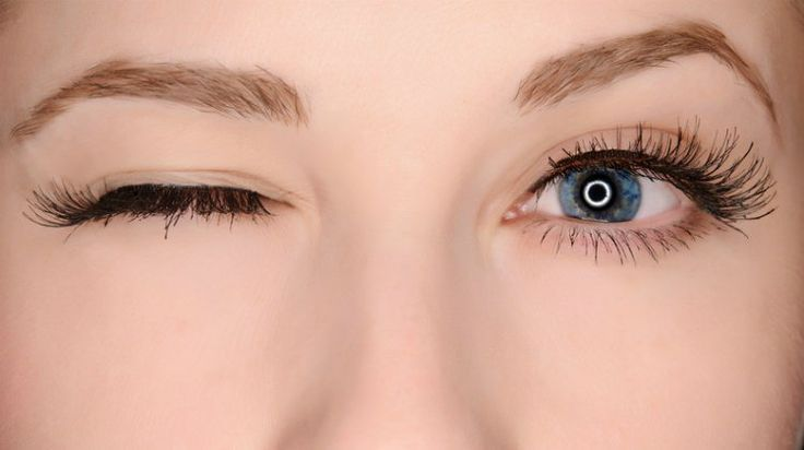 How to Apply Fake Eyelashes Fast & Easy