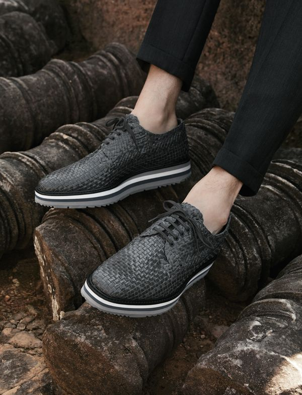 OBM Prada lace-ups in gray woven leather